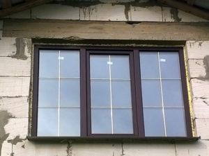 окна с золотыми шпросами