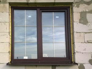 пластиковые окна с золотыми шпросами