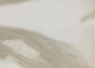 серый мрамор глянцевый
